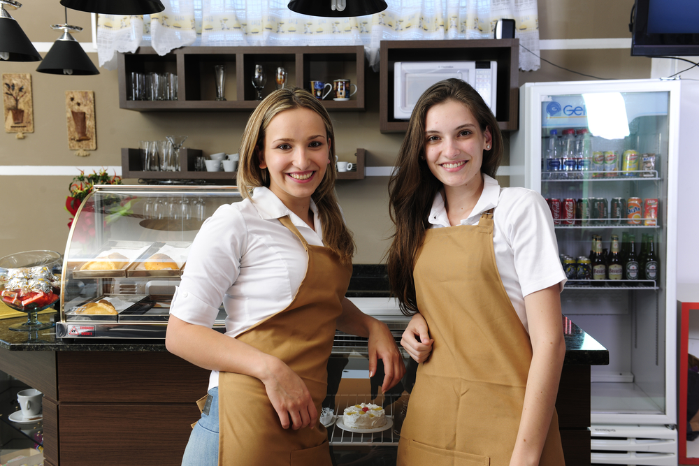 学生さん必見!オシャレカフェのバイトが就活に役立つメリットとデメリット 就活に有利になるオシャレカフェバイトのメリット