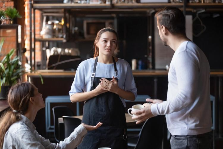 カフェ店員の正社員は大変?アルバイトとの違いとは