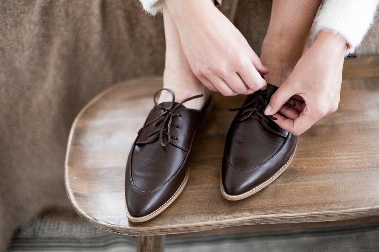 カフェバイト時の靴はどんなものが最適?足のケアについてもご紹介